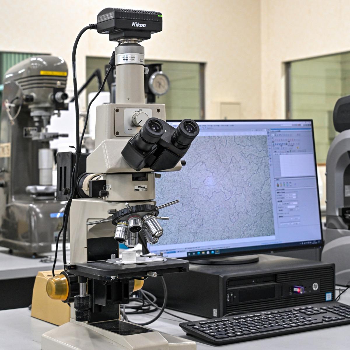 Metallurgical Microscope with Digital Camera Control Unit