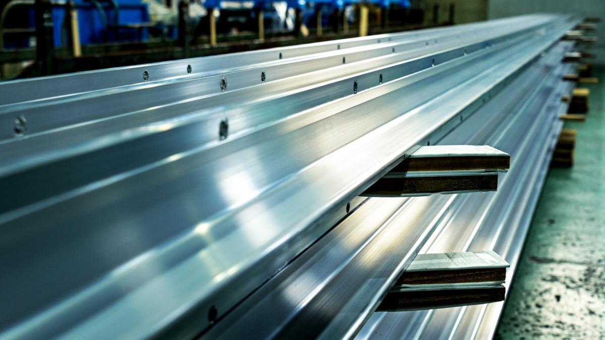 Features of aluminum T-type rigid conductor rail